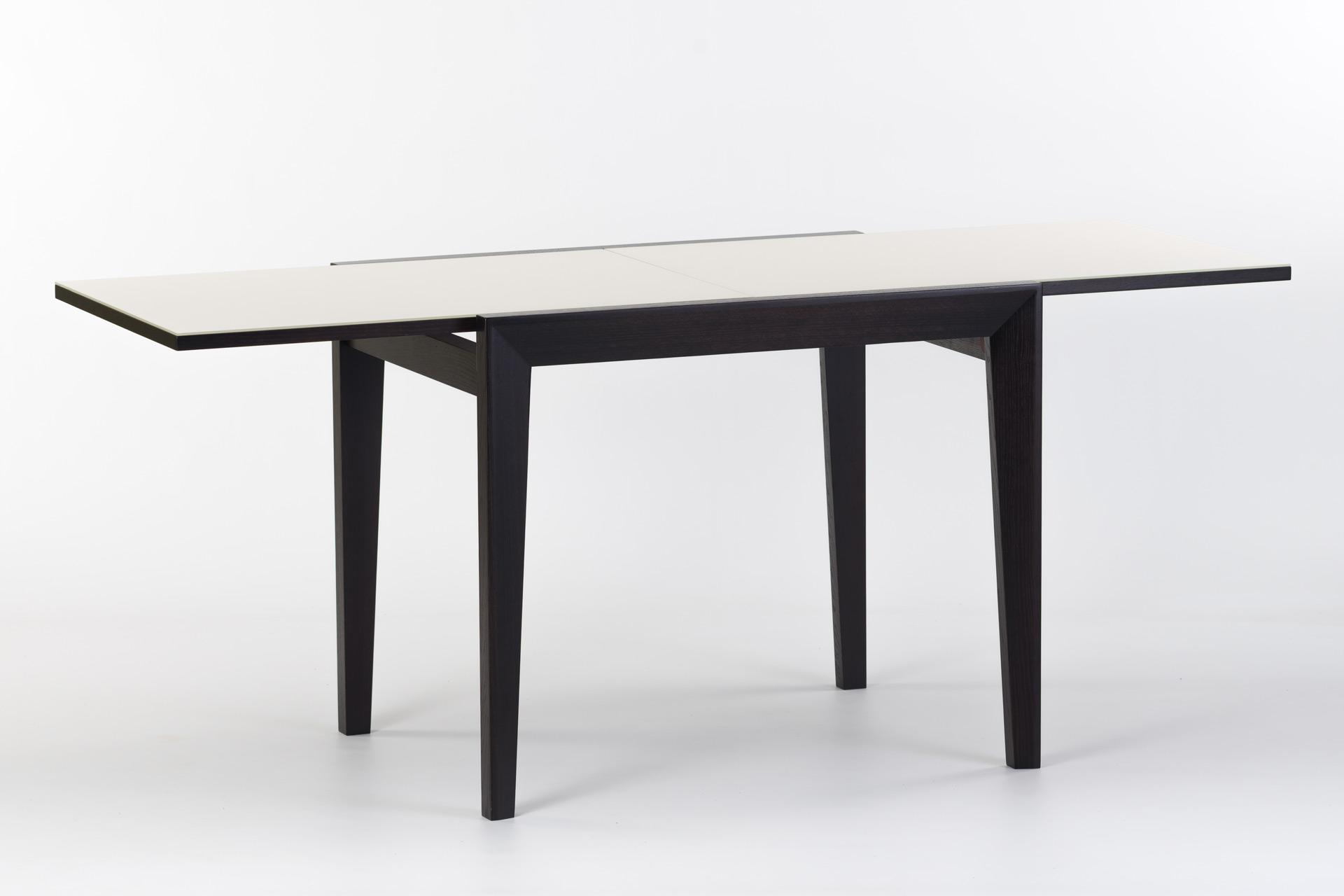 """Кухонный стол """"Фаворит - 01 К2"""" - черные ножки и царга, прямоугольная белая стеклянная столешница - разложенный"""