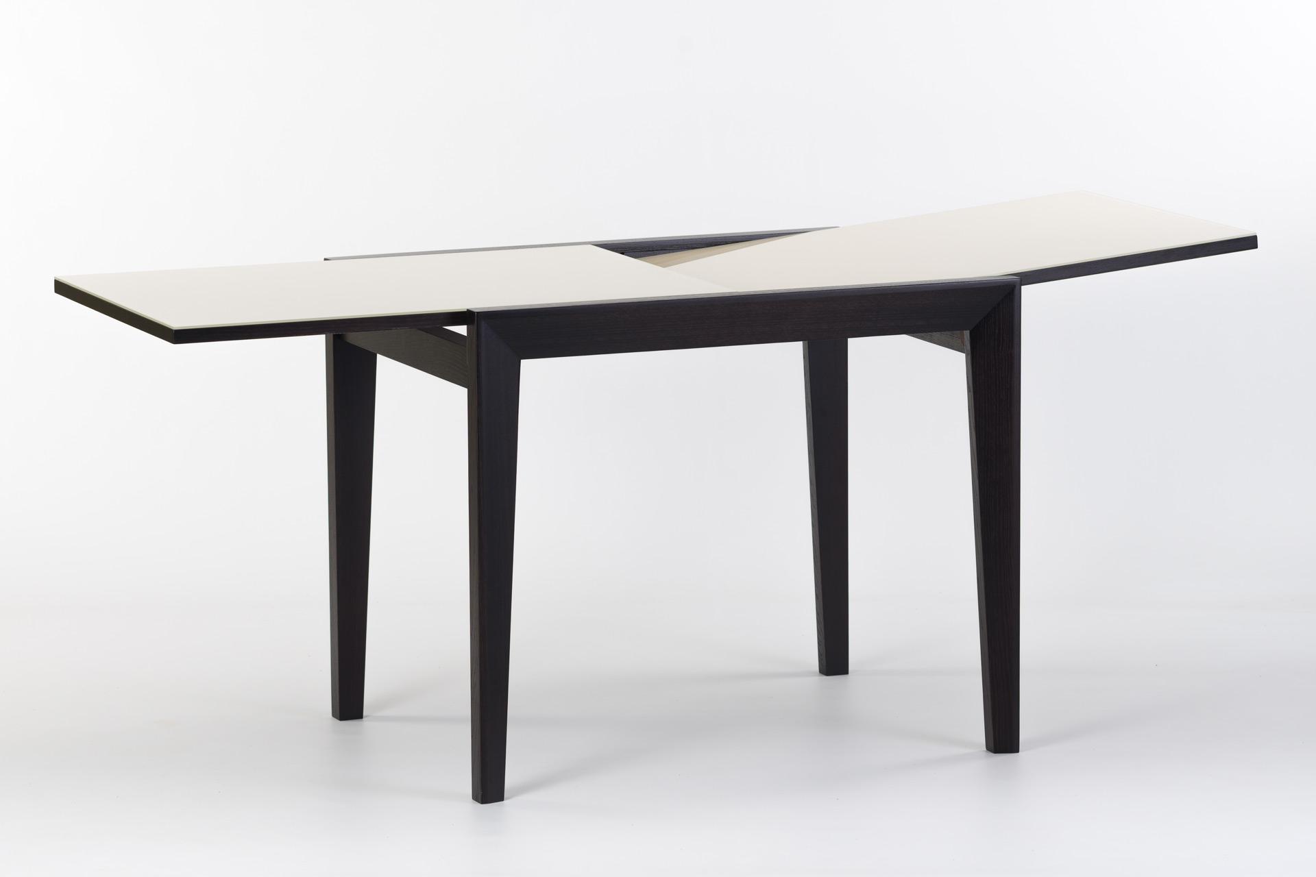 """Кухонный стол """"Фаворит - 01 К2"""" - черные ножки и царга, прямоугольная белая стеклянная столешница (раскладной)"""