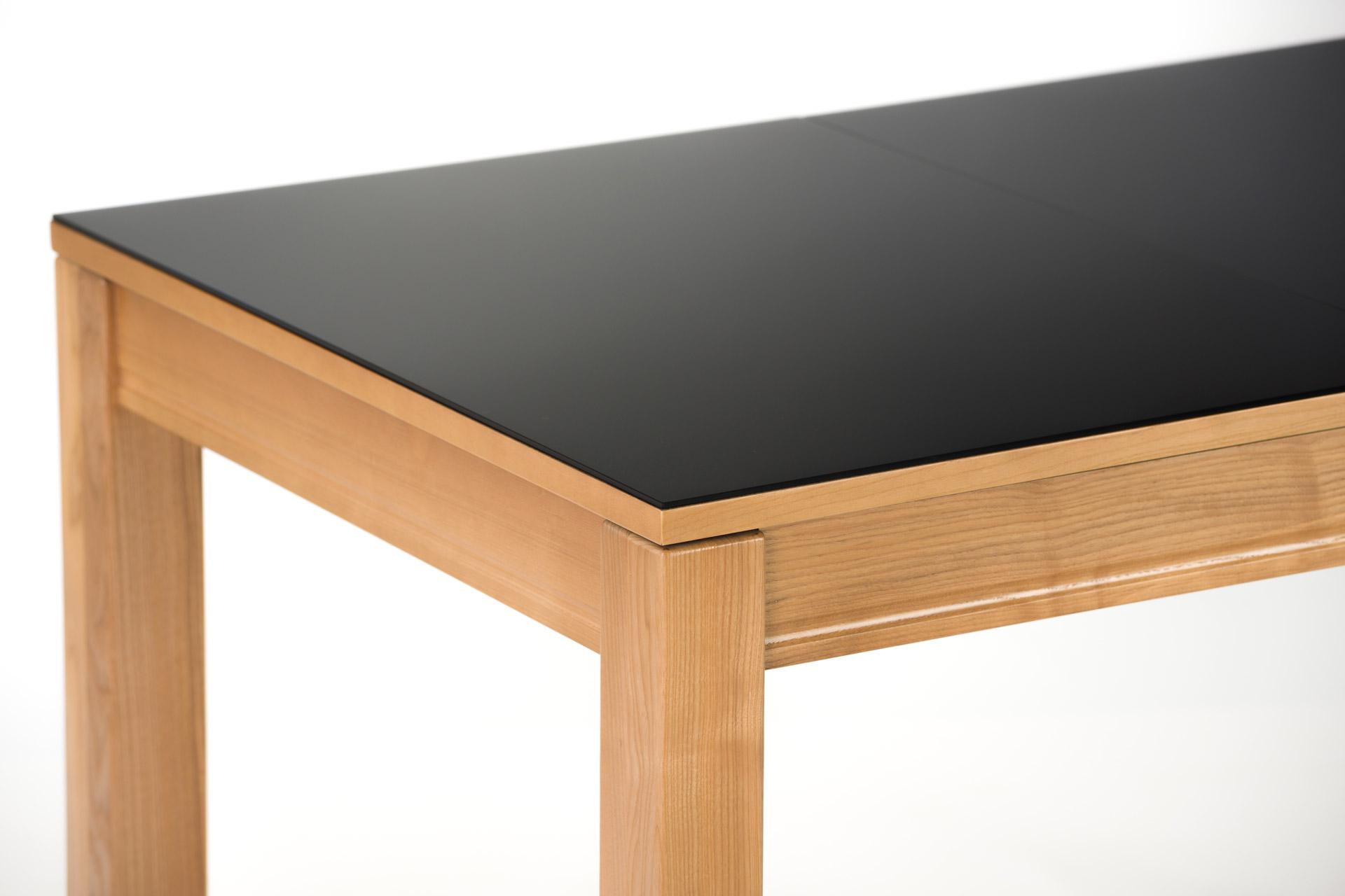 """Раскладной прямоугольный стол """"Неаполь"""" черная стеклянная столешница, цвет стекла 9005, ножки из твердого дерева тонированы, цвет SE-1403"""