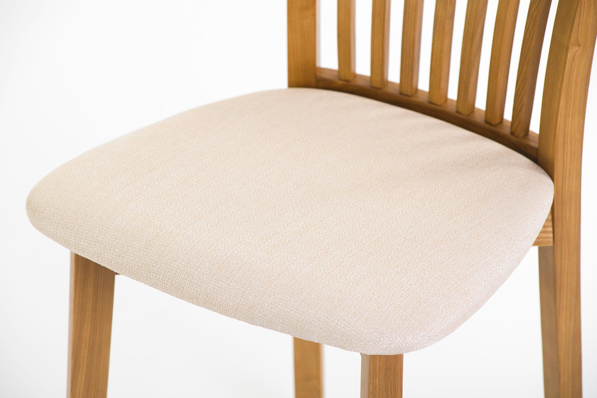 Кухонний стілець 07М з м'яким білим сидінням • OLEKSENKO Столи та Стільці •