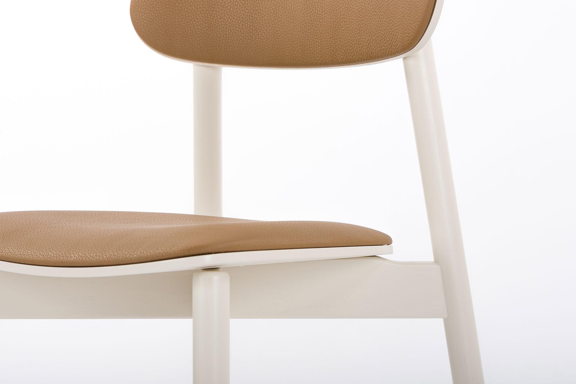 Стул для кухни Х, деревянный с коричневой сидушкой и спинкой и белыми ножками фото 3
