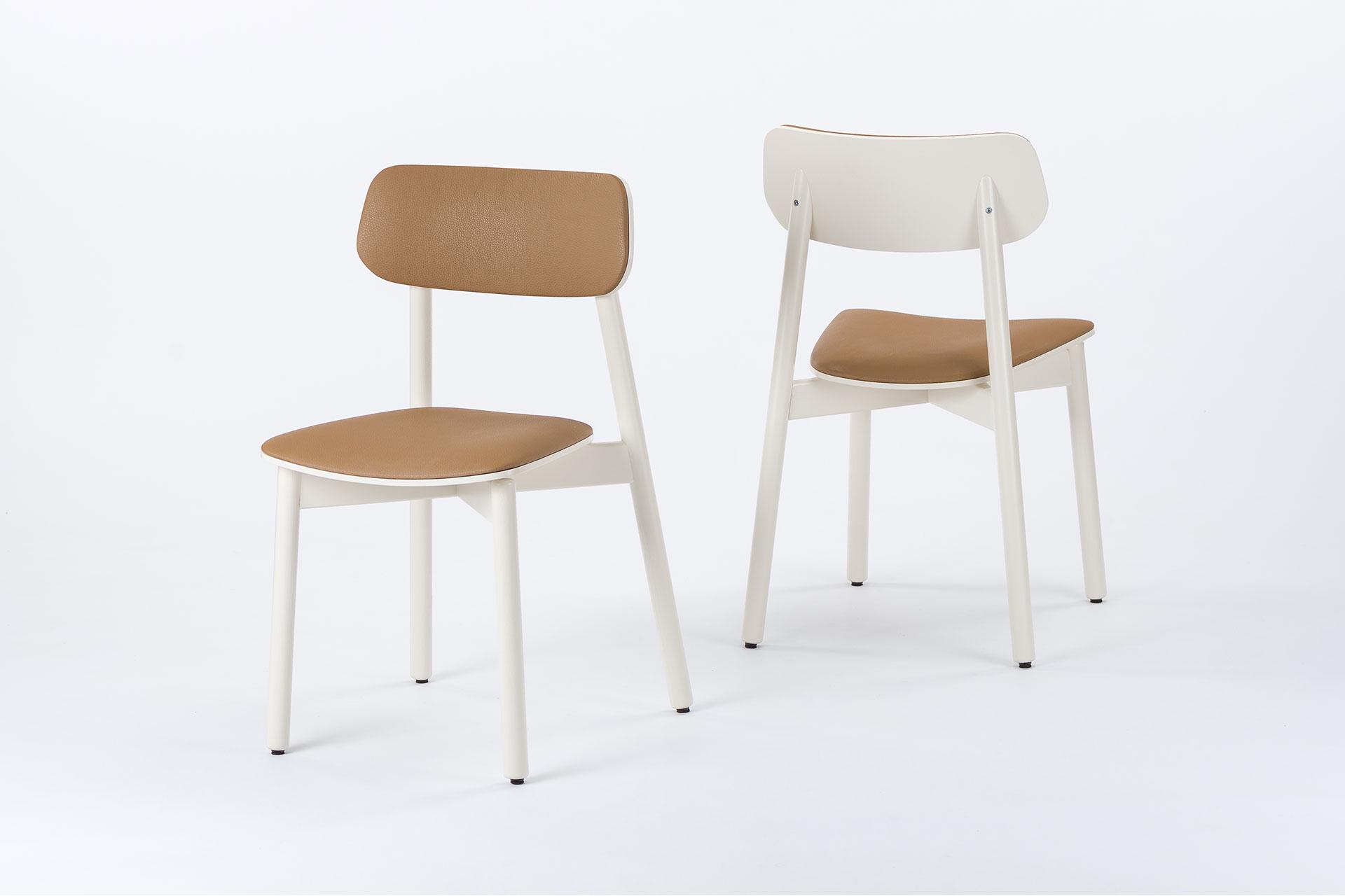 Стільці для кухні Х, дерев'яні з коричневим сидінням та спинкою і білими ніжками