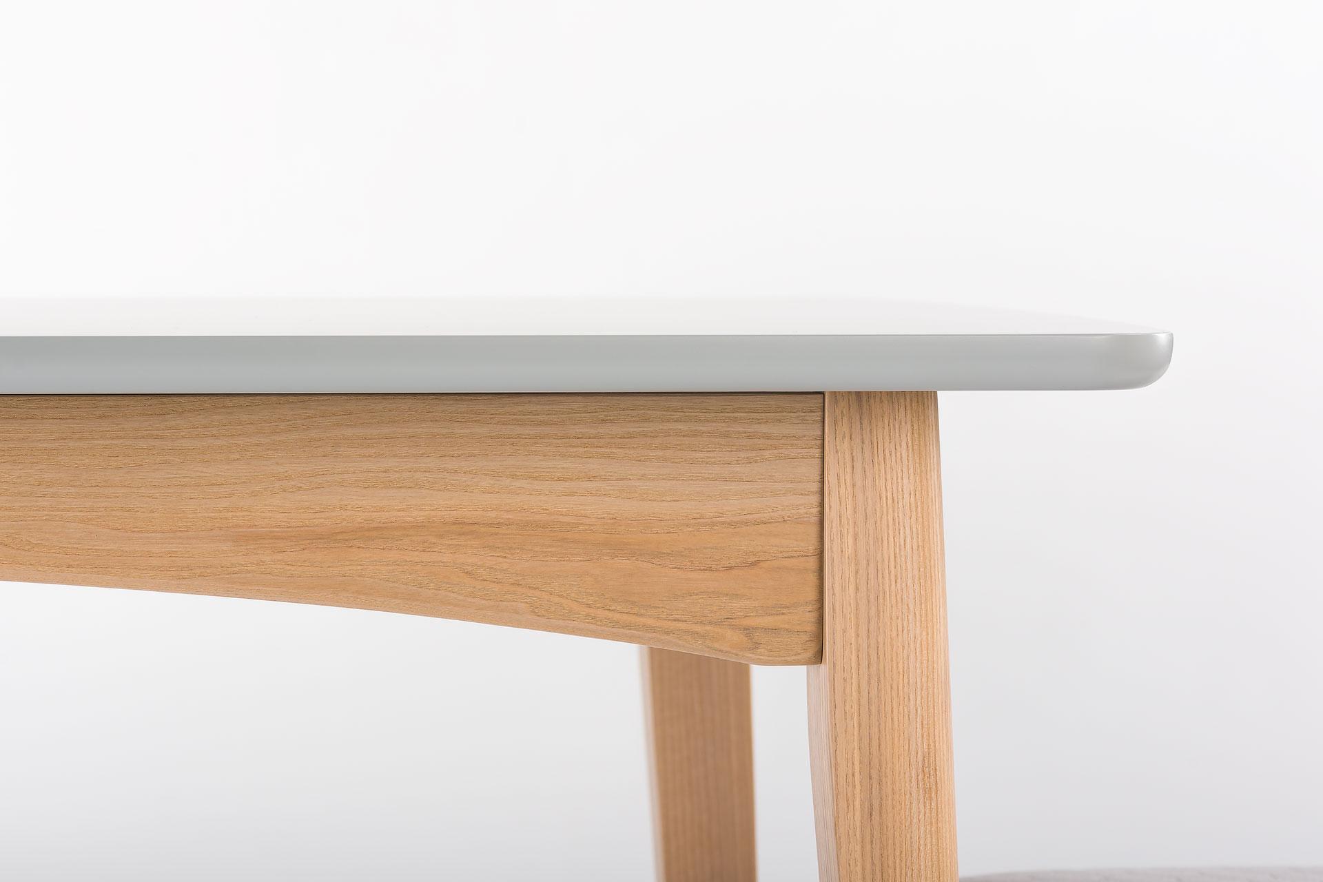 """Раскладной кухонный стол """"Венти"""" - прямоугольная столешница с раскладным механизмом, покрыта серой эмалью, цвет RAL-7004. Ножки и царга с твердого дерева, тонированы, цвет SE-7509. Твердое дерево. Вид - с боку"""