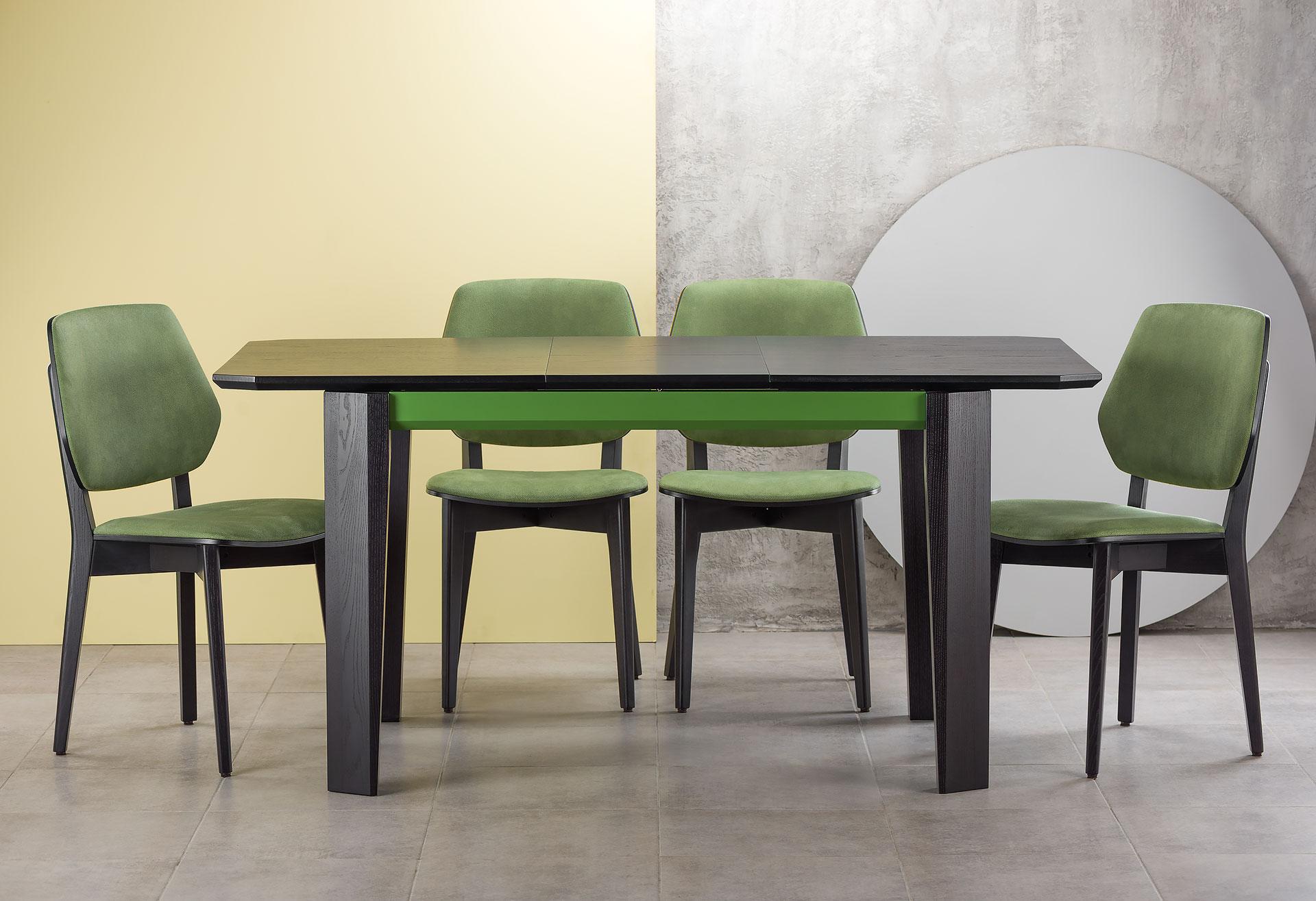 """Обеденная группа: раскладной кухонный стол """"Варгас"""" черно-зеленый (столешница шпонированная) с твердого дерева + 4 стула 03В, черный каркас с зеленой мягкой спинкой и сиденьем со штучной замши Exim Mustang Light Green"""