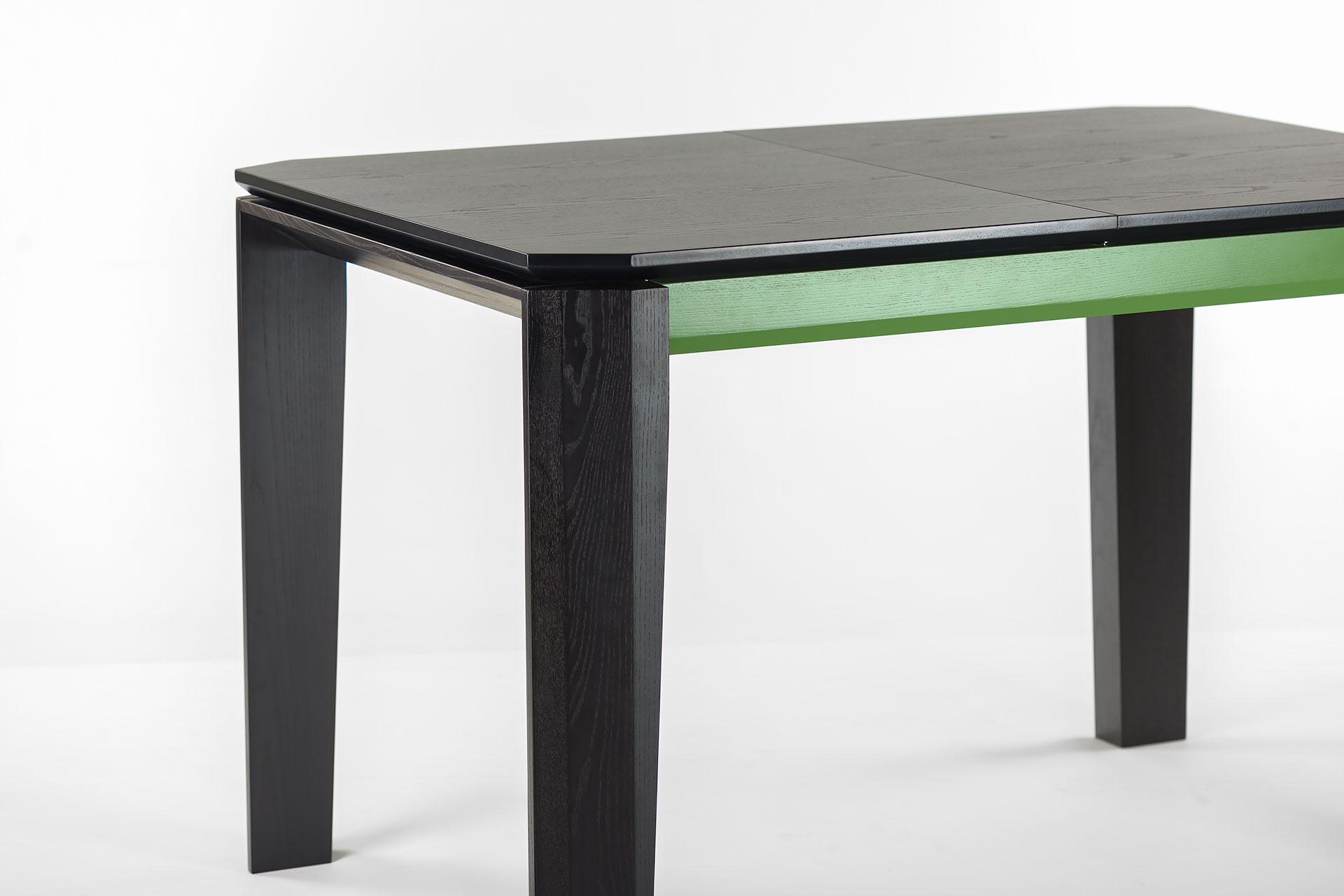 """Раскладной кухонный стол """"Варгас"""" черно-зеленый, шпонированная столешница, твердое дерево, цвет изделия SE7059 / Каркас RAL 6011 (вугол)"""