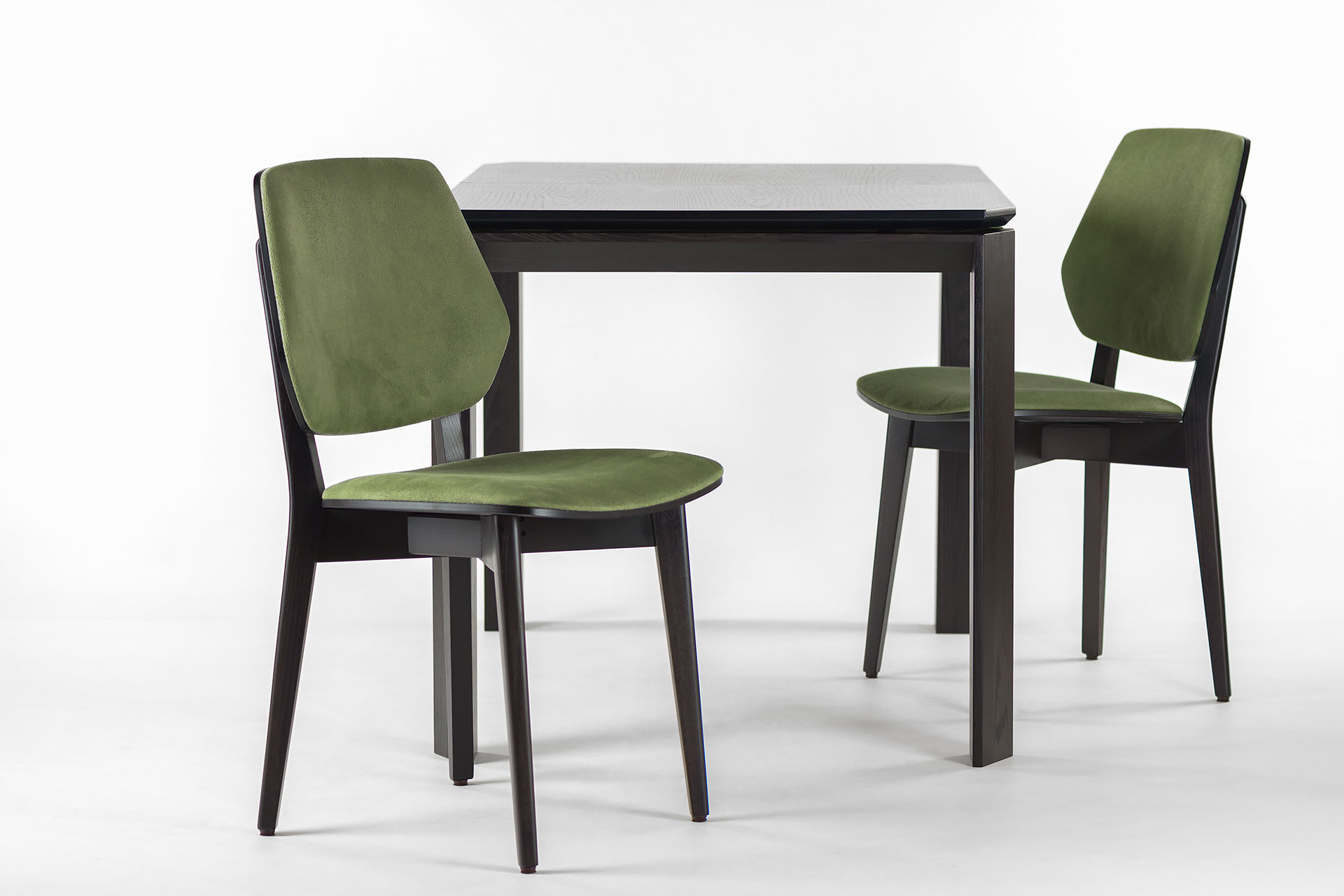 """Раскладной кухонный стол """"Варгас"""" черно-зеленый, шпонированная столешница, твердое дерево, цвет изделия SE7059 / Каркас RAL 6011 (торец стола)"""