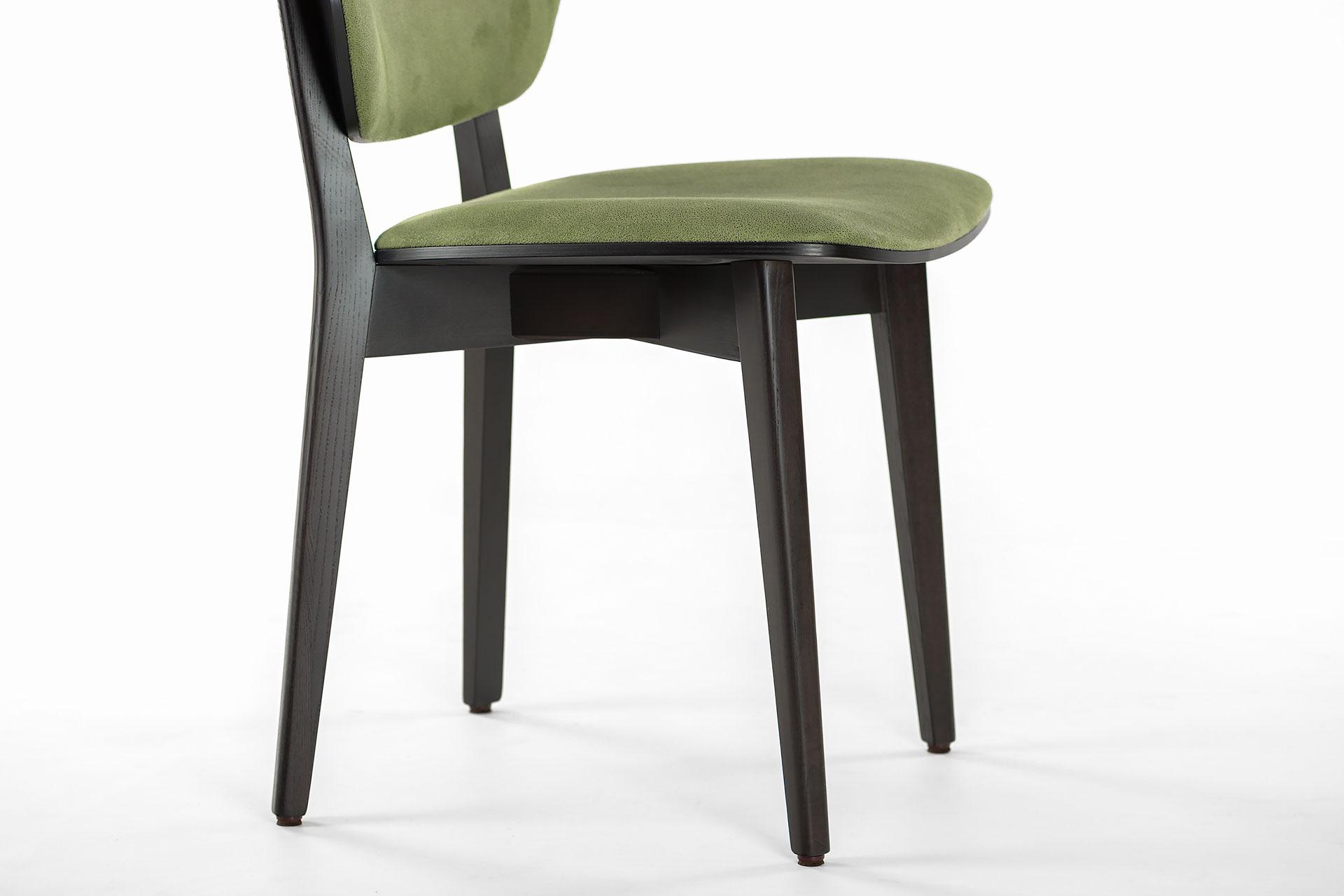 Кухонний стілець 03В чорно-зелений, м'які сидіння та спинка з штучної замші Exim Mustang Light Green, тверде дерево, колір виробу SE7059 (з боку)