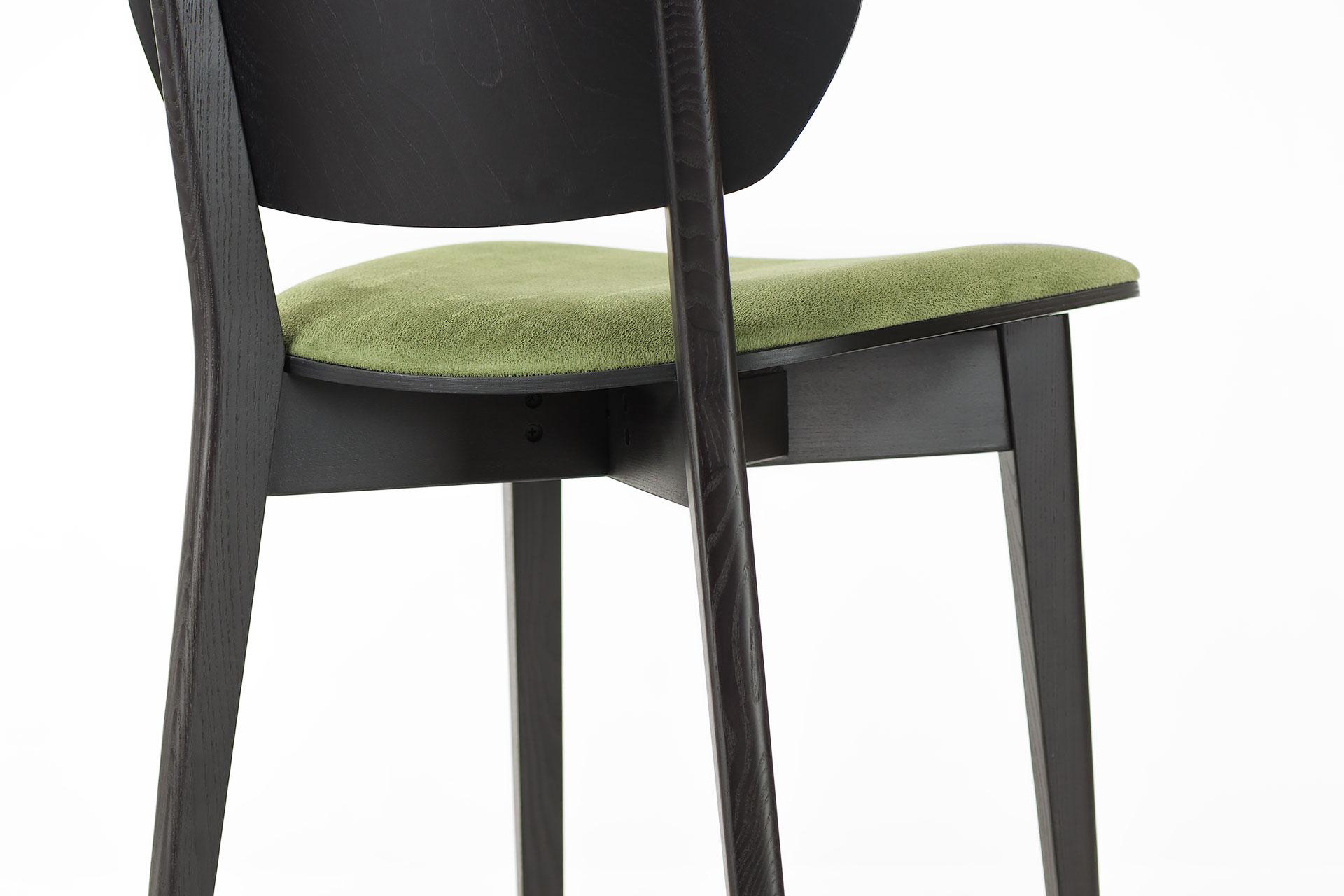 Кухонный стул 03В черно-зеленый, с мягкими сиденьем и спинкой из искусственной замши, Exim Mustang Light Green твердое дерево, цвет изделия SE7059 (спинка)