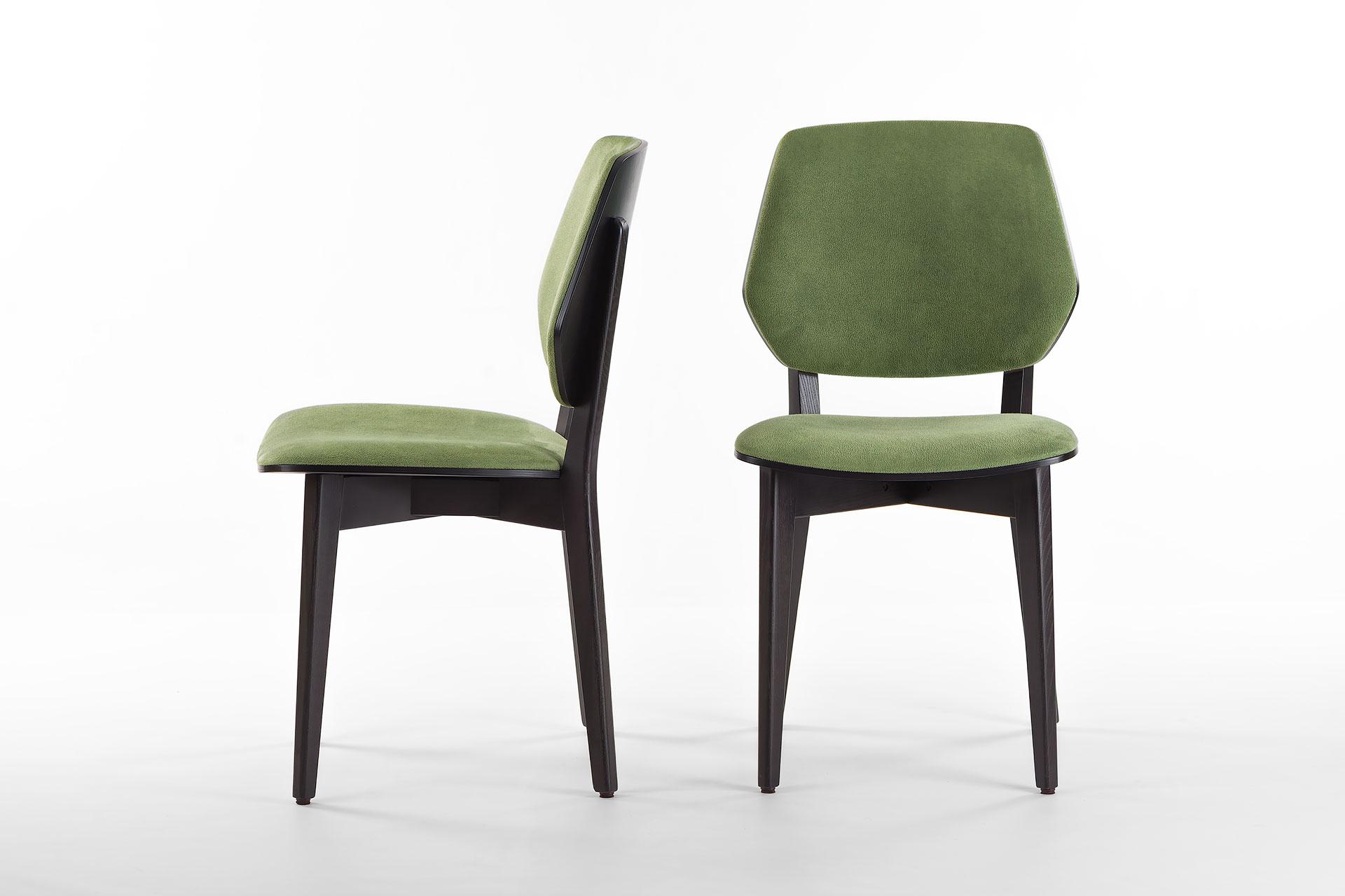 Кухонный стул 03В черно-зеленый, с мягкими сиденьем и спинкой из искусственной замши, Exim Mustang Light Green твердое дерево, цвет изделия SE7059 (спереди и сбоку)