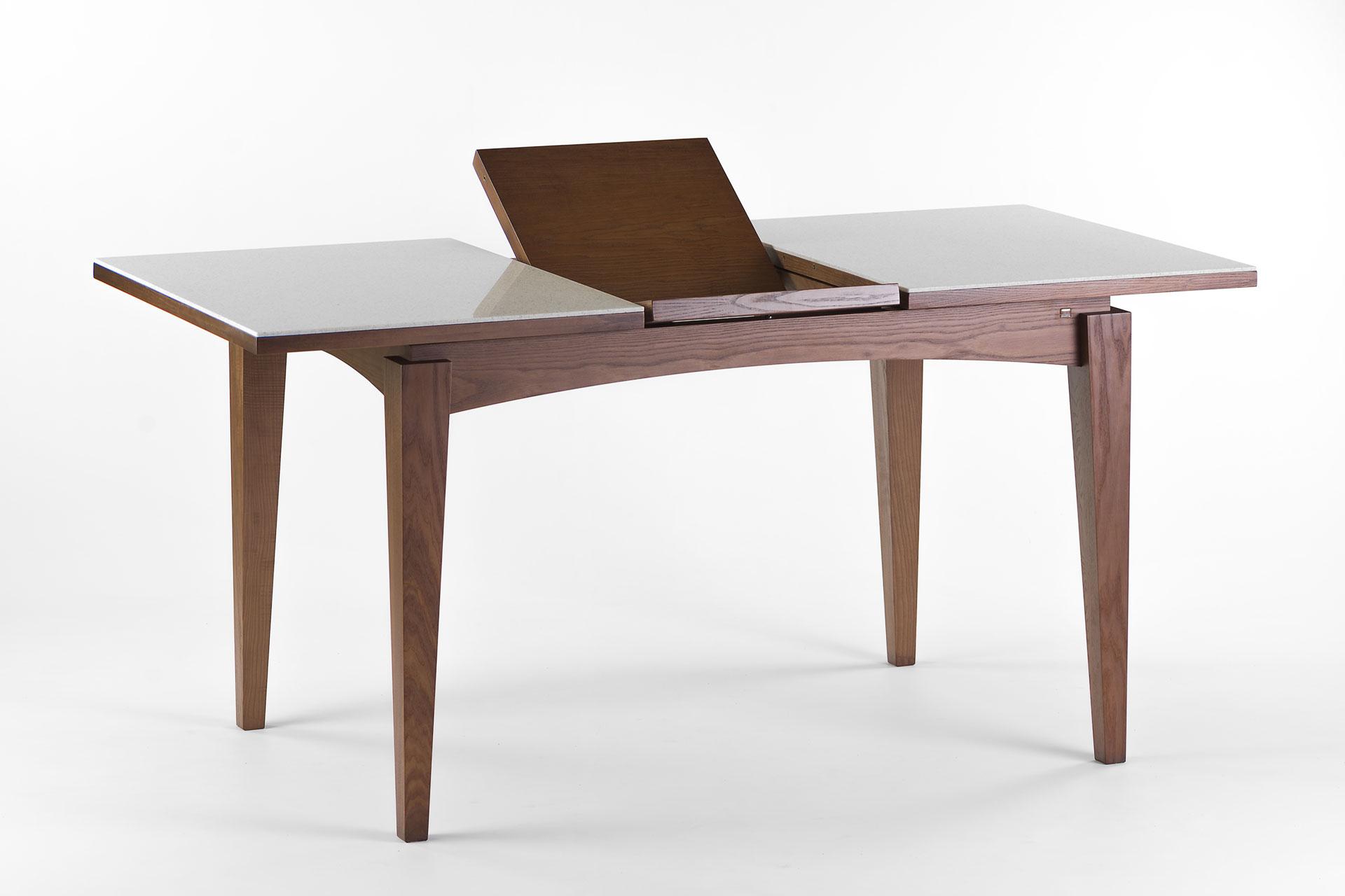 """Раскладной кухонный стол """"Бруклин"""" с прямоугольной столешницей из искусственного камня с механизмом раскладки, ножки и царга тонированы SE-7034. Твердое дерево"""