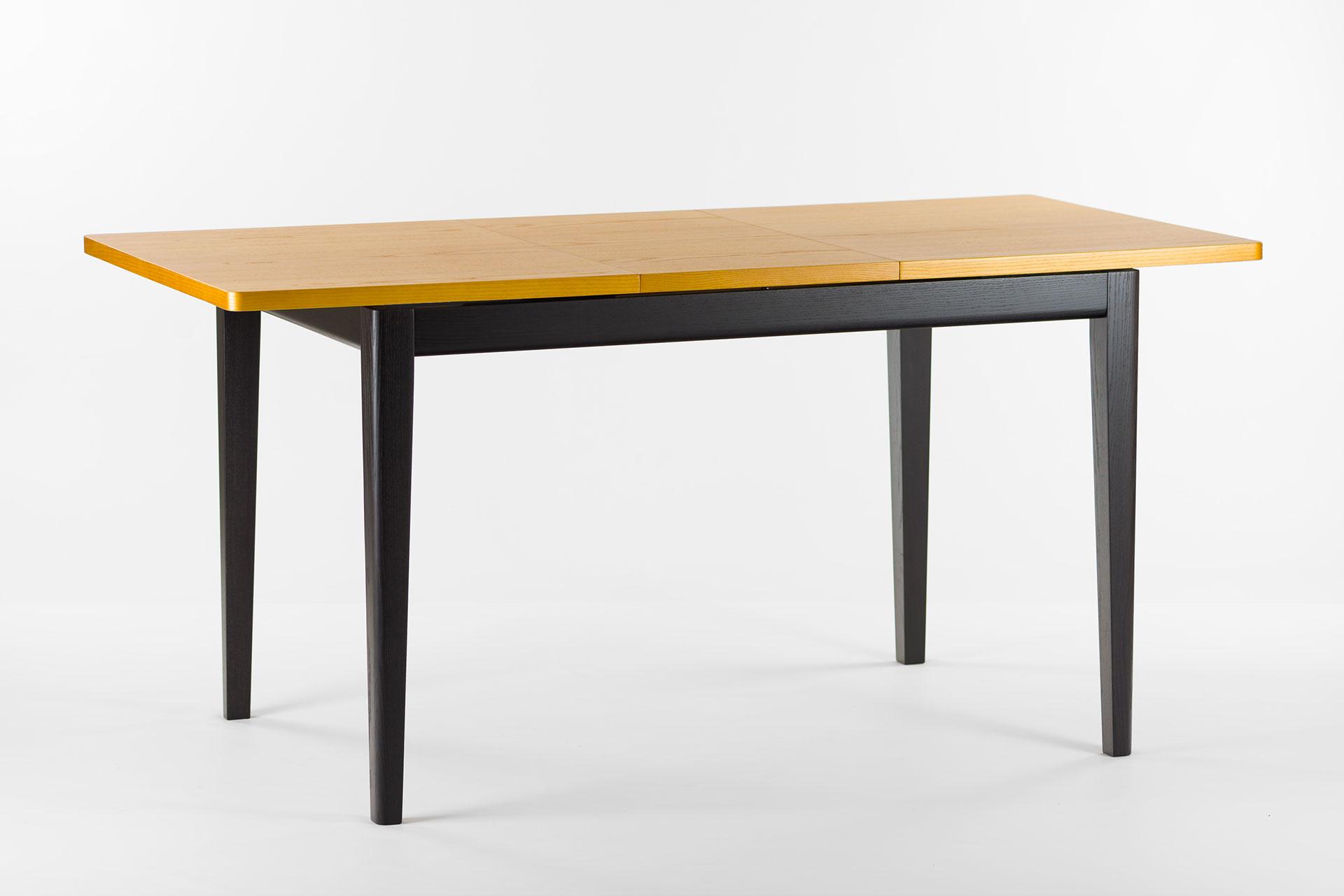 """Раскладной, прямоугольный кухонный стол """"Фишер"""" с черным каркасом и тонированной столешницей, разложенный"""