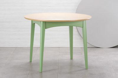 """Круглый кухонный стол """"Венти"""" из твердого дерева - зеленый каркас (эмаль RAL-6021), столешница тонировка SE-7252"""