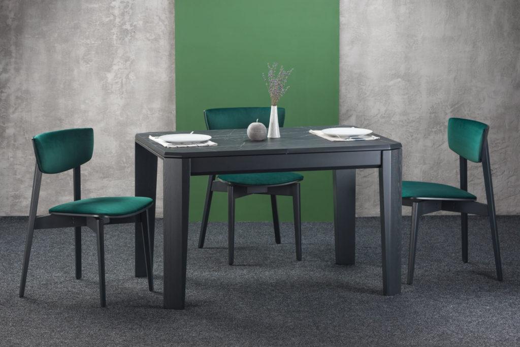 """Кухонный комплект: прямоугольный черный стол """"Варгас"""" HPL-столешница + 4 стула """"Орто"""" - черные ножки и спинка, мягкая зеленая обивка из велюра."""