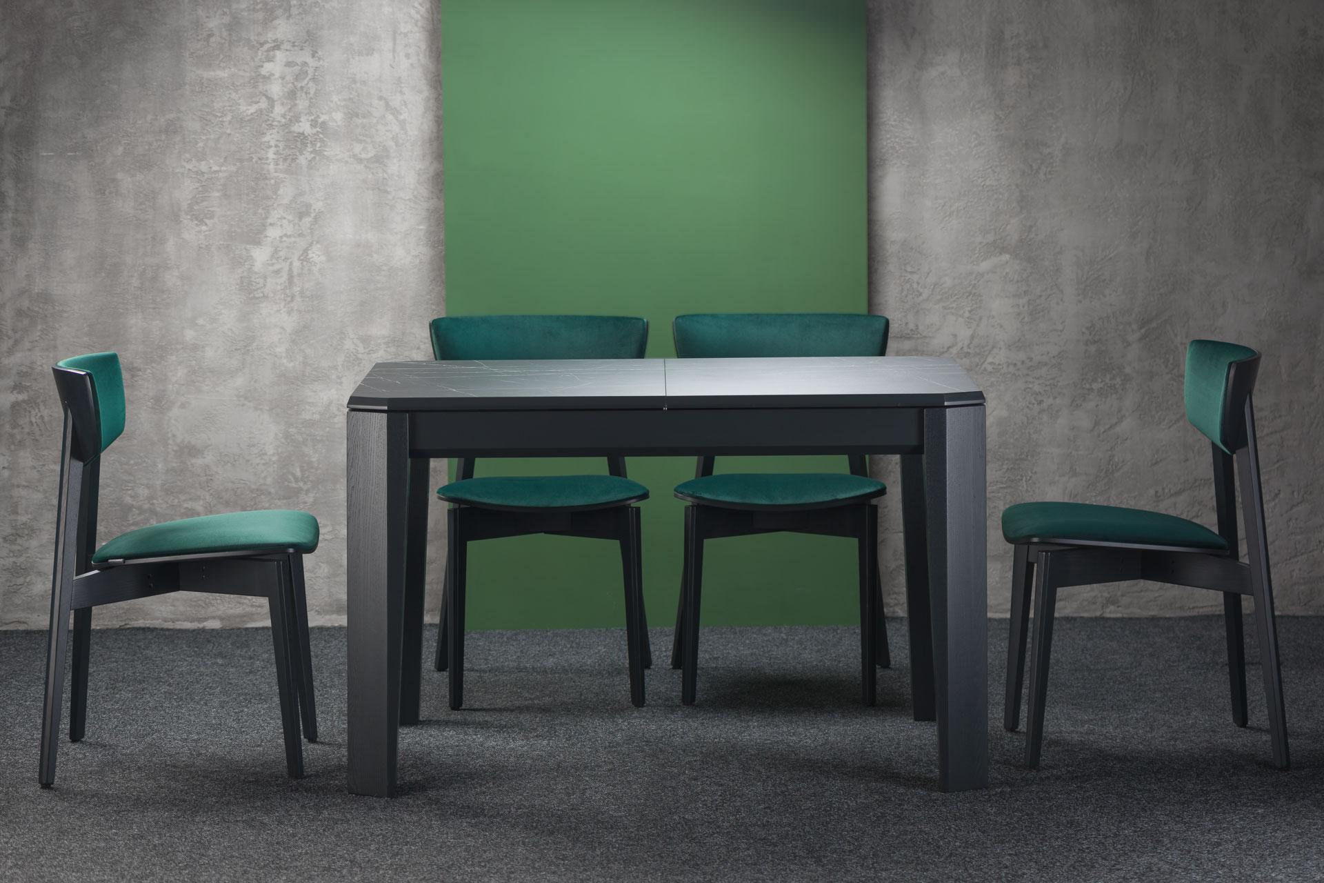 """Кухонный комплект: раскладной черный стол """"Варгас"""" HPL-столешница + 4 стула """"Орто"""" - черные ножки и спинка, мягкая зеленая обивка из велюра."""